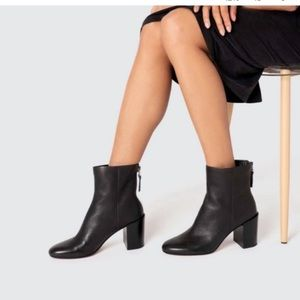 Dolce Vita   BNIB Pebbled Leather Black Cyan Ankle Booties